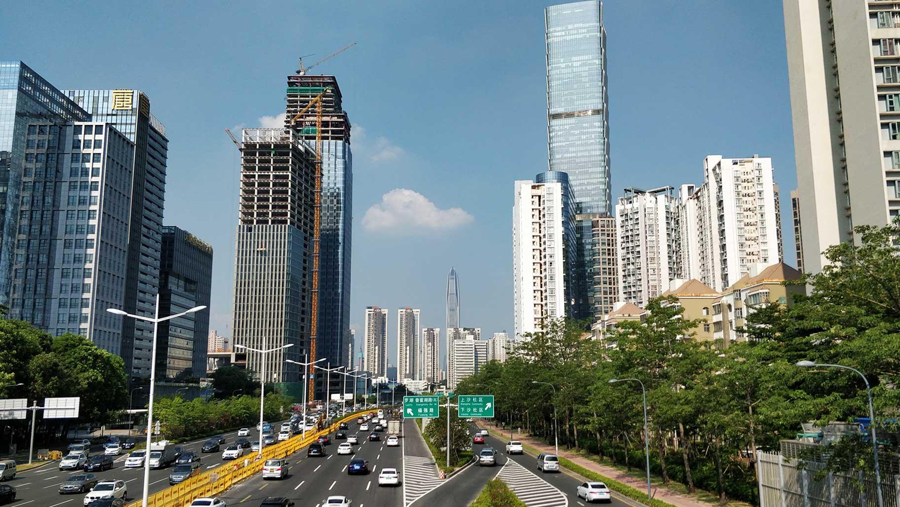 Die Stadt wächst rasant: überall werden neue Hochhäuser gebaut.
