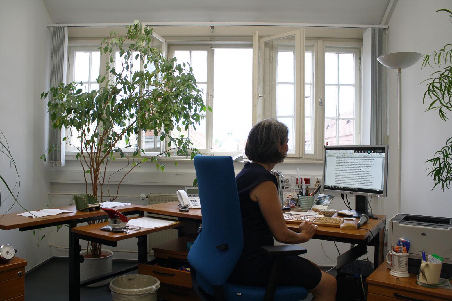 Eva-Schmitt-Rodermund in ihrem Büro