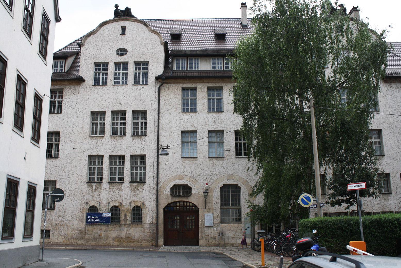 Fassade der Uni Jena