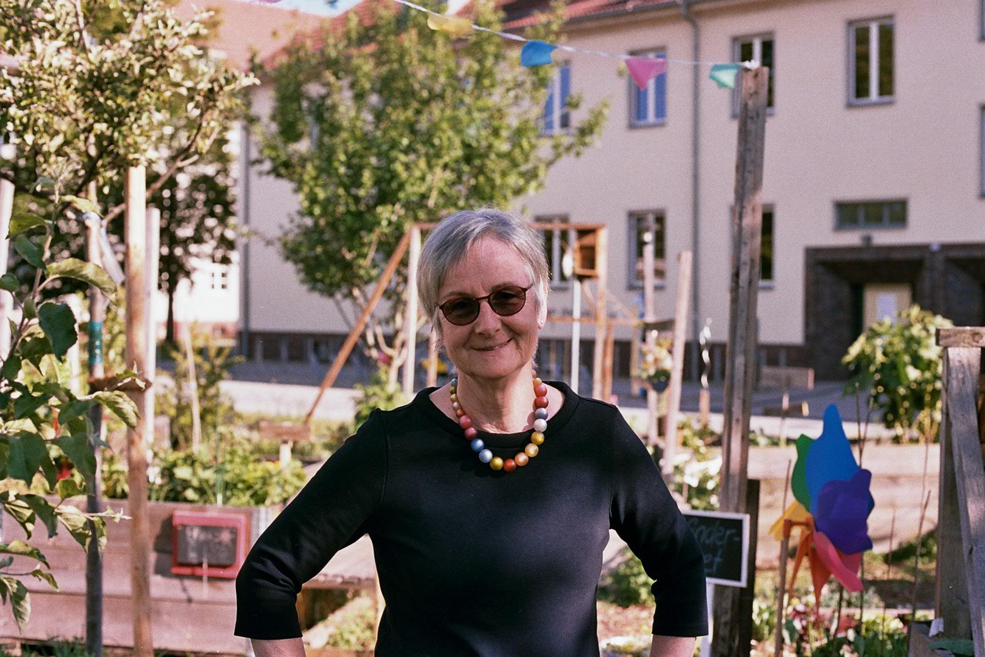 Sigrid Redies im Campusgarten.