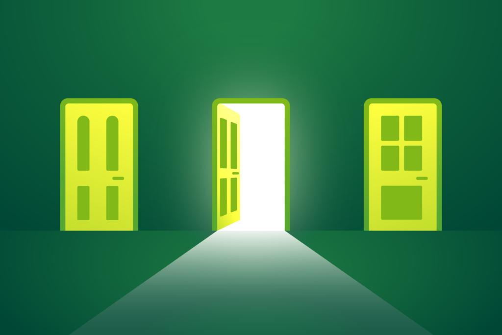 Grafik: drei Türen, die mittlere davon ist offen.